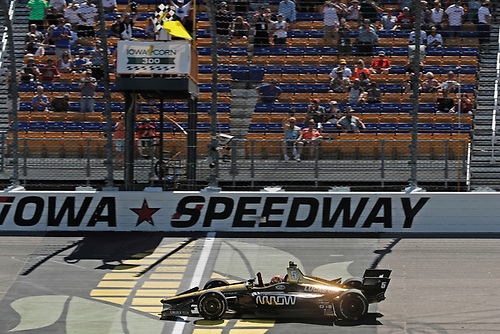 James Hinchcliffe, Schmidt Peterson Motorsports Honda takes the checkered flag