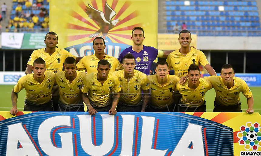 BARRANCABERMEJA- COLOMBIA - 10 - 05 - 2017: Los jugadores de Alianza Petrolera posan para una foto, durante partido Alianza Petrolera y Patriotas F.C., de la fecha 17 por la Liga Aguila I 2017 en el estadio Daniel Villa Zapata en la ciudad de Barrancabermeja. / The players of Alianza Petrolera pose for a photo, during a match between Alianza Petrolera and Patriotas F.C., for date 17th the Liga Aguila I 2017 at the Daniel Villa Zapata stadium in Barrancabermeja city. Photo: VizzorImage  / Jose D Martinez / Cont.