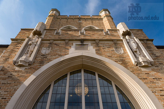 April 22, 2017; Jordan Hall of Science and Hesburgh Library, spring 2017. (Photo by Barbara Johnston/University of Notre Dame)