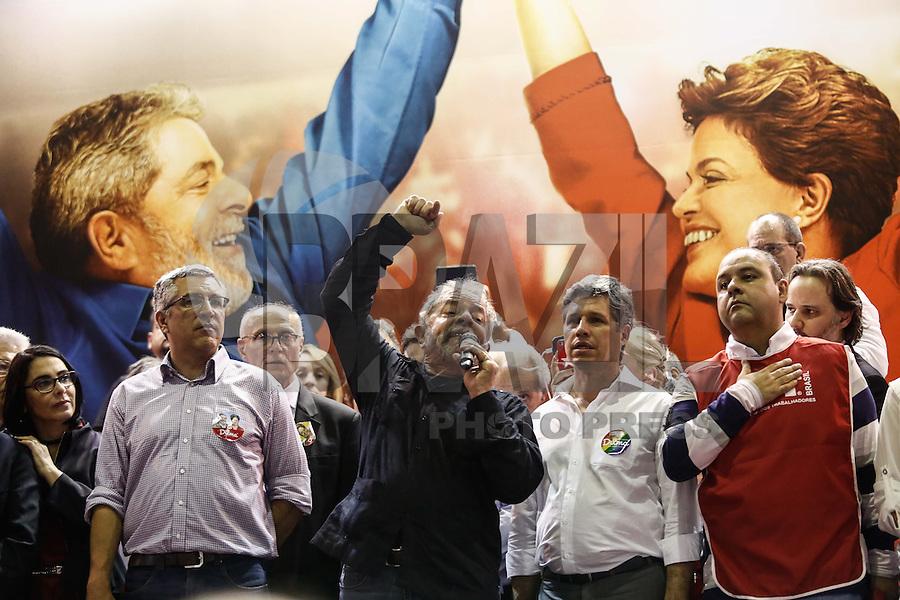 SAO PAULO, SP, 09.20.2014. ELEICAO 2014 - MOBILIZACAO PT-SP.<br /> O ex-presidente Luiz In&aacute;cio Lula da Silva participa na noite dsta quinta-feira (9) da grande plen&aacute;ria de mobiliza&ccedil;&atilde;o do PT-SP para o segundo turno da campanha de reelei&ccedil;&atilde;o da pre8sidenta Dilma Rousseff, no Sindicato dos banc&aacute;rios&amp;88, no centro da capital paulista (Foto: Adriana Spaca / Brazil Photo Press)