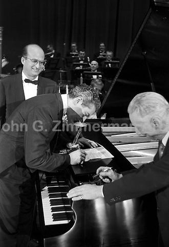 Liberace concert rehearsal, Milwaukee, 1953. Photographer John G. Zimmerman