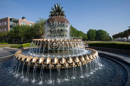 PINEAPPLE FOUNTAIN WATERFRONT PARK DOWNTOWN CHARLESTON SOUTH CAROLINA USA