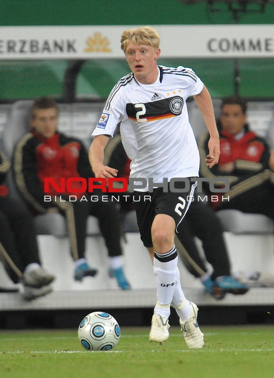 Fussball, L&auml;nderspiel, WM 2010 Qualifikation Gruppe 4  14. Spieltag<br />  Deutschland (GER) vs. Finnland ( FIN ) 1:1 ( 0:1 )<br /> <br /> Andreas BECK ( Ger / Glasgow #02) <br /> <br /> Foto &copy; nph (  nordphoto  )<br />  *** Local Caption *** <br /> <br /> Fotos sind ohne vorherigen schriftliche Zustimmung ausschliesslich f&uuml;r redaktionelle Publikationszwecke zu verwenden.<br /> Auf Anfrage in hoeherer Qualitaet/Aufloesung