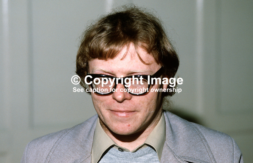 Frank Ormsby, poet, editor, Honest Ulsterman, N Ireland, 19840025FO..Copyright Image from Victor Patterson, 54 Dorchester Park, Belfast, UK, BT9 6RJ..Tel: +44 28 9066 1296.Mob: +44 7802 353836.Voicemail +44 20 8816 7153.Skype: victorpattersonbelfast.Email: victorpatterson@me.com.Email: victorpatterson@ireland.com (back-up)..IMPORTANT: If you wish to use this image or any other of my images please go to www.victorpatterson.com and click on the Terms & Conditions. Then contact me by email or phone with the reference number(s) of the image(s) concerned.