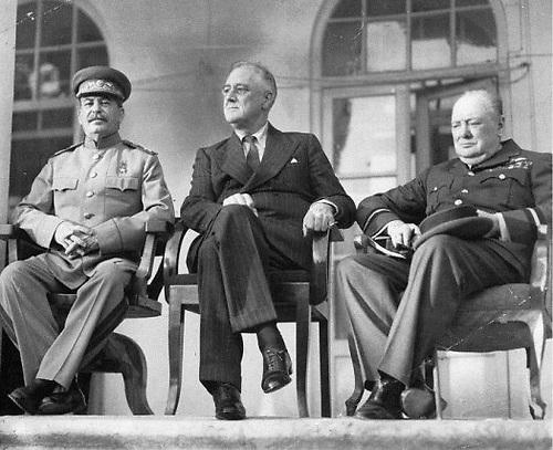 Conferencia de Teherán, 1943. Stalin, Roosevelt y Churchill dibujaron el mundo actual..