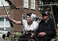 Folkloristische Dag in Middelburg. Ringrijden ( ringsteken) bij het Abdijplein. Zeeuwse Ringrijders Vereniging