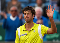 11-07-13, Netherlands, Scheveningen,  Mets, Tennis, Sport1 Open, day four, Robin Haase (NED) waves to the crowd<br /> <br /> <br /> Photo: Henk Koster