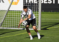 Niklas Süle (Deutschland Germany) versucht sich als Torwart - 25.05.2018: Training der Deutschen Nationalmannschaft zur WM-Vorbereitung in der Sportzone Rungg in Eppan/Südtirol
