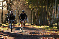 Mark Quartermaine and Mark Bardoe riding Trek and Scott mountain bikes , Wentworth , Surrey  January 2011. Pic copyright Steve Behr / Stockfile