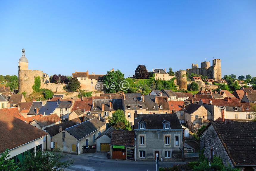 France, Allier (03), Bourbon-l'Archambault, et la tour Qui qu'en Grogne // France, Allier, Bourbon l'Archambault,  houses and  Qui qu'en Grogne tower
