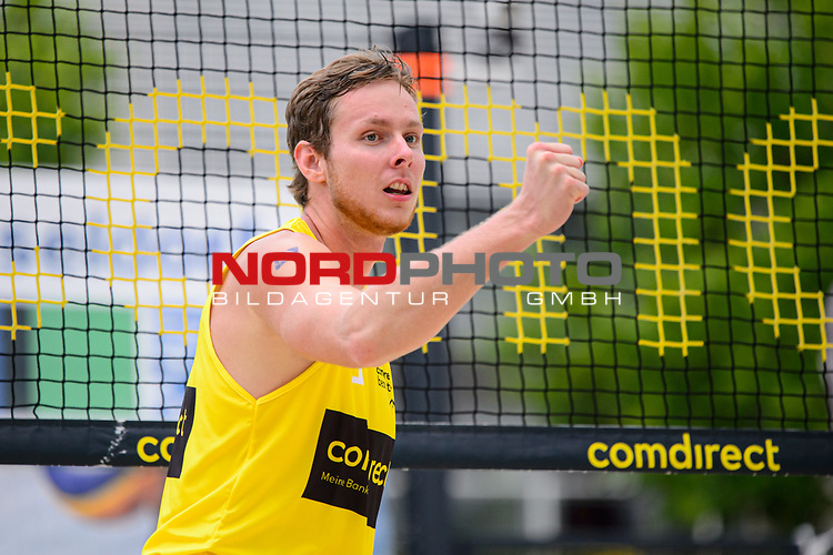 26.07.2020, Düsseldorf / Duesseldorf, Merkur Spiel-Arena<br /> Beachvolleyball, comdirect Beach Tour, Top Teams, Finale, Nils Ehlers / Lars Flüggen / Flueggen vs. Lukas Pfretzschner / Steven van de Velde <br /> <br /> Jubel Nils Ehlers <br /> <br />   Foto © nordphoto / Kurth