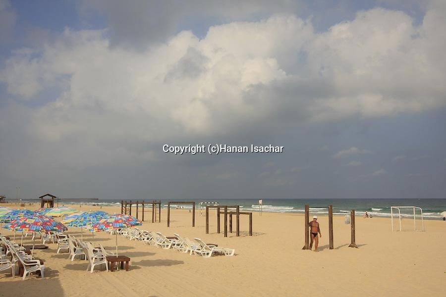 Israel, Coastal Plain, the sea front promenade in Ashdod