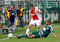 S&Atilde;O PAULO,SP, 14 JANEIRO 2011 - AMISTOSO PALMEIRAS X AJAX (HOL)<br /> Osbiliz (e) jogador do Ajax durante  partida entre as equipes do Palmeiras X Ajax (hol) realizada no  Est&aacute;dio Paulo Machado de Carvalho (Pacaembu) na zona oeste de S&atilde;o Paulo, neste Sabado (14). (FOTO: ALE VIANNA - NEWS FREE).
