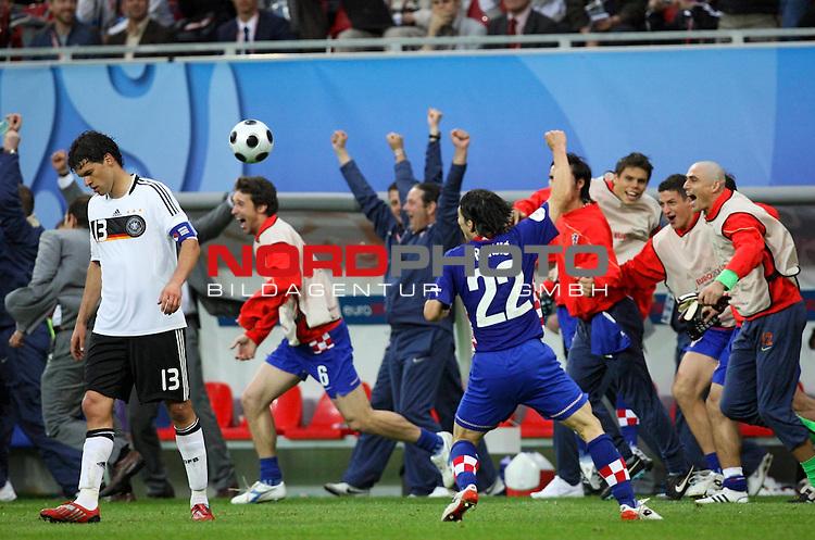 UEFA Euro 2008 Group B Match 11 Klagenfurt - W&ouml;rthersee-Stadion. Kroatien ( CRO ) - Deutschland ( GER ) 2:1 (1:0). Jubel bei Danijel Pranjic ( Croatia / Mittelfeldspieler / Midfielder / SC Heerenveen #22 ) (M) und Entt&auml;uschung bei Michael Ballack ( Germany / Mittelfeldspieler / Midfielder / Chelsea London #13 ) (l) nach Spielschlu&szlig;.<br /> Foto &copy; nph (  nordphoto  )