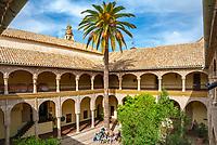 Spanien, Andalusien, Córdoba: Palacio Episcopal (heute Palacio de Congresos y Exposiciones - Fremdenverkehrsbuero), Innenhof | Spain, Andalusia, Córdoba: Palacio Episcopal, courtyard