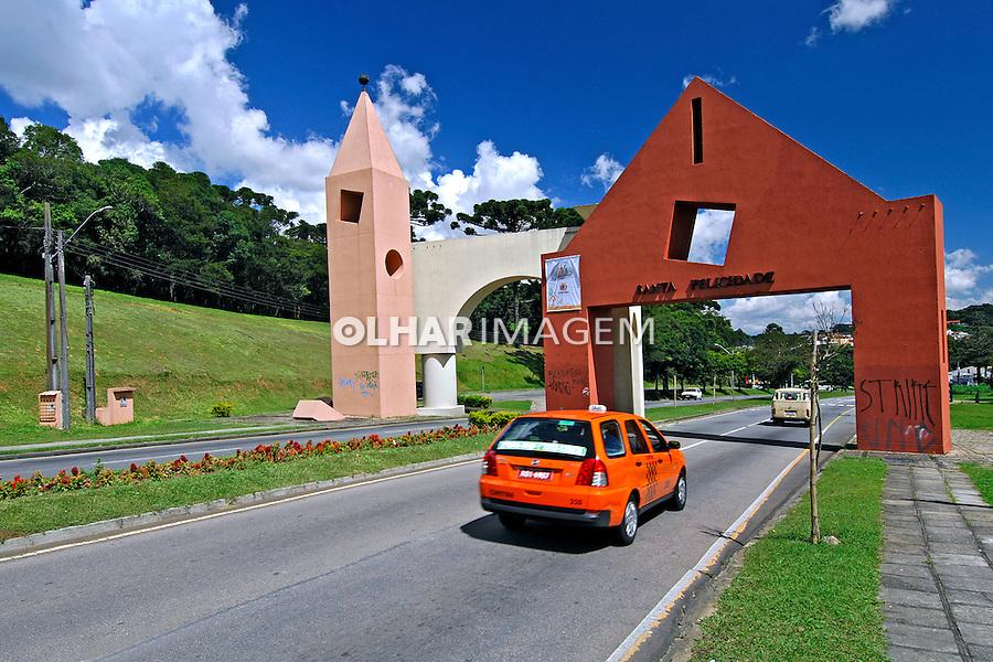 Portal de entrada do bairro Santa Felicidade em Curitiba. Paraná. 2007. Foto de Zig Koch.