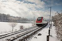Winterlandschaft S-Bahn FLIRT faehrt Richtung Ebikon am 13. Februar 2009 beim Rotsee Luzern.<br /> <br /> Copyright Zvonimir Pisonic © 2009