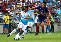 SANTA MARTA- COLOMBIA, 17-03-2019: Ricardo Marquez (Der.) jugador del Unión Magdalena  disputa el balón con el Atlético Junior durante partido por fecha 10 de la Liga Águila I 2019 jugado en el estadio Sierra Nevada de la ciudad de Santa Marta. /Ricardo Marquez (R) player of Union Magadalena   fights for the ball with  Atletico Junior during match for the date 10 as part of the  Aguila League  I 2019 played at the Sierra Nevada Stadium in Santa Marta  city. Photo: VizzorImage / Gustavo Pacheco / Contribuidor