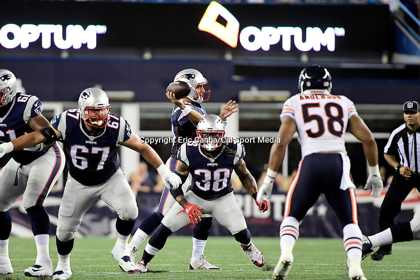 Thursday, August 18 2016: New England Patriots quarterback Jimmy Garoppolo (10) throws a screen pass during a pre-season NFL game between the Chicago Bears and the New England Patriots held at Gillette Stadium in Foxborough Massachusetts. The Patriots defeat the Bears 23-22 in regulation time. Eric Canha/Cal Sport Media
