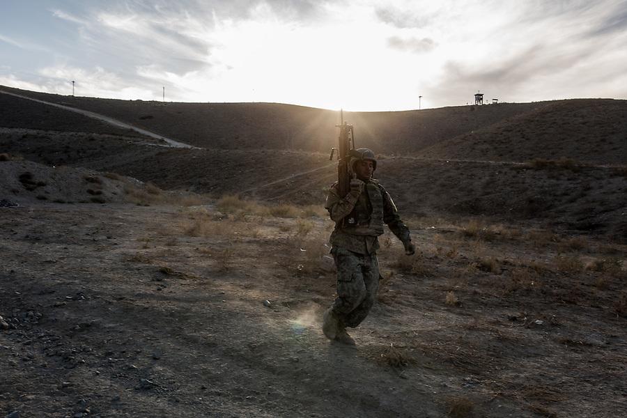 At the end of an exercise, a student of the ANA get back to his battalion at a run, Kabul, Afghanistan, 6th November 2017.<br /> <br /> A la fin d'un exercice, un étudiant de l'ANA retourne à son bataillon en courant, Kaboul, Afghanistan, le 6 novembre 2017.