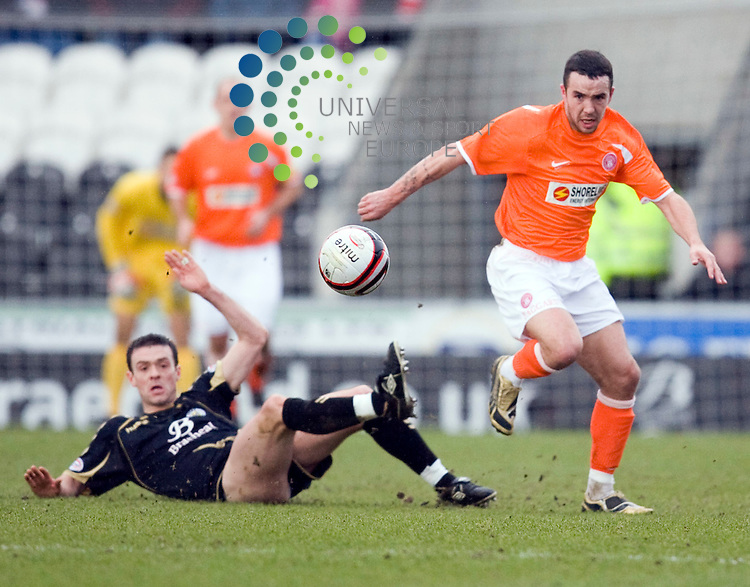 Doiugie Imrie gets away frpm Saints Hugh Murray during The Clydesdale Bank Premier League match between St Mirren and Hamilton at St Mirren Park 27/02/10..Picture by Ricky Rae/universal News & Sport (Scotland).