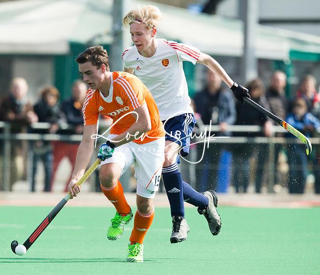 ROTTERDAM -    Olivier van Tongeren  (Neth)  with Finley Newton (Eng).     Practice Match  Hockey : Netherlands Boys U16  v England U16 . COPYRIGHT KOEN SUYK