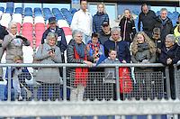 VOETBAL: HEERENVEEN: 01-05-2016, Abe Lenstra Stadion, SC Heerenveen - FC Groningen, uitslag 1-2, Foppe de Haan zijn vrouw Geke zwaait naar haar man, de familie kijkt toe, ©foto Martin de Jong