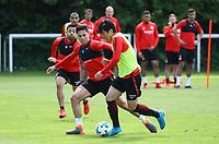 Makoto Hasebe (Eintracht Frankfurt) gegen Carlos Salcedo (Eintracht Frankfurt) - 01.05.2018: Eintracht Frankfurt Training, Commerzbank Arena