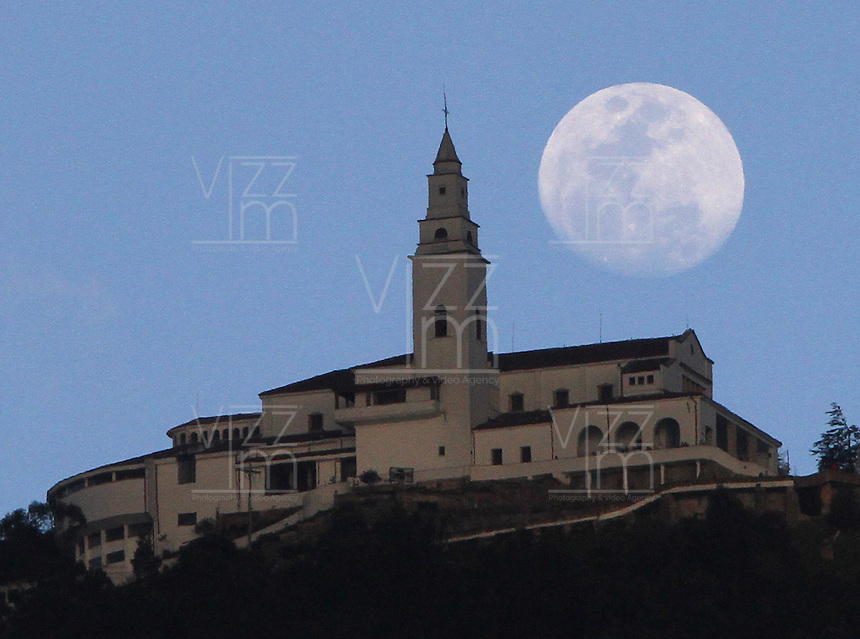 BOGOTA -COLOMBIA. 13-01-2014.  Luna y Santuario de Monserrate/ Moon and Monserrate Sanctuary.   Photo: VizzorImage/ Felipe Caicedo / Staff