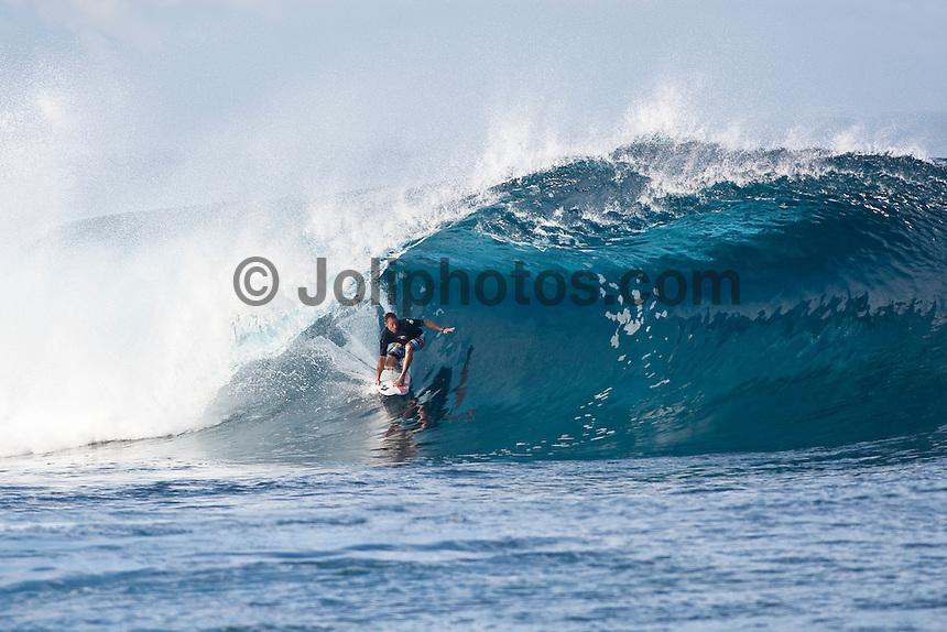 TAYLOR KNOX (USA)  surfing at Teahupoo, Tahiti, (Thursday May 7 2009.) Photo: joliphotos.com