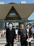 August 10, 2012, Tokyo, Japan - An anonymous group of volunteers, all wearing face masks and carrying plastic bags, picks up litters outside the exhibition hall where comic market takes place on the Tokyo Bay waterfront on Friday, August 10, 2012. (Photo by Natsuki Sakai/AFLO) AYF -mis-