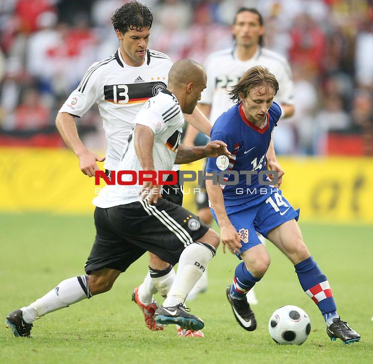 UEFA Euro 2008 Group B Klagenfurt - W&ouml;rthersee Match 11  Stadion Woerthersee<br /> Kroatien ( CRO ) - Deutschland ( GER ) 2:1 (1:0 <br /> <br /> Michael Ballack (Germany / Mittelfeldspieler / Midfielder /  Chelsea London #13) David Okondor ( Germany / Angreifer / Forward / Betis Sevilla #19) und   Luka Modric ( Croatia / Mittelfeldspieler / Midfielder / Tottenham Hotspur  #14 ) <br /> <br /> Foto &copy; nph (  nordphoto  )<br /> <br /> <br /> <br />  *** Local Caption ***