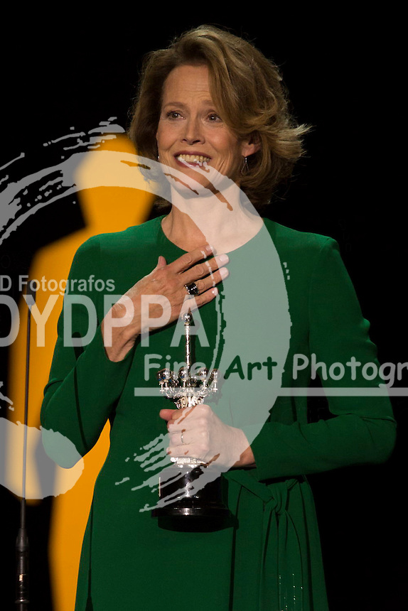 Sigourney Weaver recieves the Donosti film award