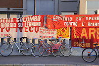 - ultime ore di presidio per gli operai INNSE Presse, storico stabilimento metalmeccanico di Milano Lambrate,  che da 15 mesdi lottano  per evitare che la fabbrica venga smantellata....- last hours of picket for workers of INNSE Presse, historic metalworking factory in Milan Lambrate, from 15 months fighting to prevent the factory being dismantled......