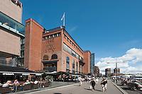 Norwegen, Oslo, Promenade vor Einkaufszentrum Aker Brygge