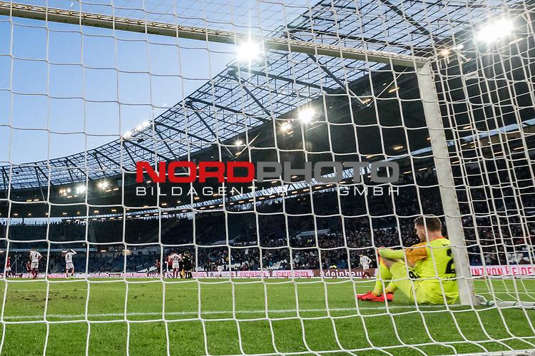 09.02.2019, HDI Arena, Hannover, GER, 1.FBL, Hannover 96 vs 1. FC Nuernberg<br /> <br /> DFL REGULATIONS PROHIBIT ANY USE OF PHOTOGRAPHS AS IMAGE SEQUENCES AND/OR QUASI-VIDEO.<br /> <br /> im Bild / picture shows<br /> Christian Mathenia (Nuernberg #26) sitzt nach Spielende und 2:0 Niederlage enttäuscht und niedergeschlagen angelehnt am rechten Torpfosten, <br /> <br /> Foto © nordphoto / Ewert