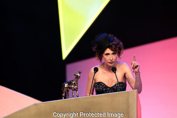 20101001 - Utrecht - Foto: Ramon Mangold - .Uitreiking Gouden Kalveren 2010 in de Schouwburg te Utrecht.  Carice van Houten, Gouden Kalf beste actrice in De gelukkige huisvrouw.