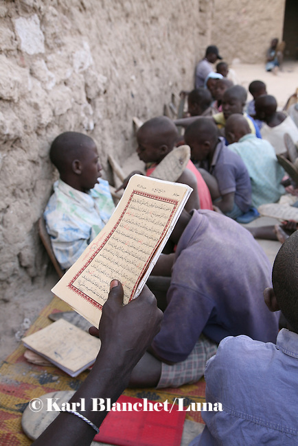 Pupils are learning coranic versets in front of the house of the marabout in Timbuctu, Mali. The coranic schools in Timbuctu are only open early in the morning and on Saturdays in order to allow pupils to attend the public school.