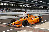 Verizon IndyCar Series<br /> Indianapolis 500 Qualifying<br /> Indianapolis Motor Speedway, Indianapolis, IN USA<br /> Saturday 20 May 2017<br /> Fernando Alonso, McLaren-Honda-Andretti Honda official qualifying portrait<br /> World Copyright: Geoff Miller<br /> LAT Images