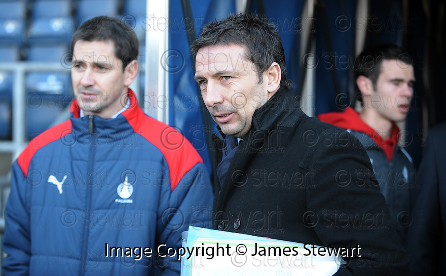 02/01/2010  Copyright  Pic : James Stewart.sct_jspa03_falkirk_v_st_johnstone  .:: ST JOHNSTONE MANAGER DEREK MCINNES WATCHES FROM THE SIDE BEFORE THE GAME WAS CALLED OFF :: .James Stewart Photography 19 Carronlea Drive, Falkirk. FK2 8DN      Vat Reg No. 607 6932 25.Telephone      : +44 (0)1324 570291 .Mobile              : +44 (0)7721 416997.E-mail  :  jim@jspa.co.uk.If you require further information then contact Jim Stewart on any of the numbers above.........