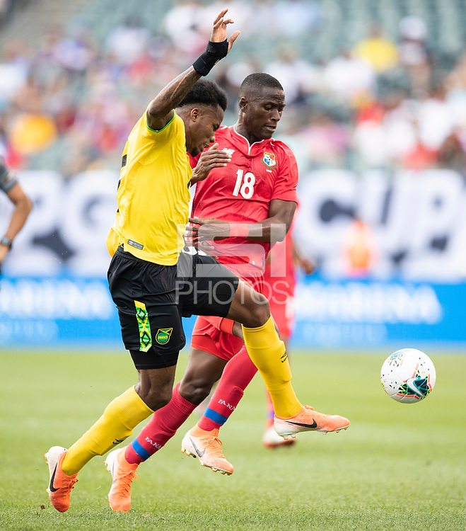 PHILADELPHIA, PA - JUNE 30: Elvis Powell #5 and Abdiel Arroyo #18 contest a header during a game between Panama and Jamaica at Lincoln Financial Field on June 30, 2019 in Philadelphia, Pennsylvania.