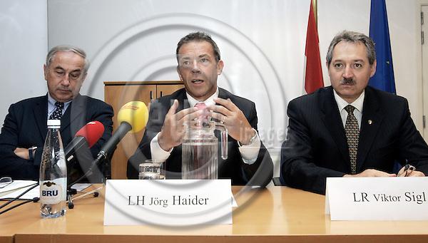 BRUSSELS - BELGIUM - 06 JULY 2005 -- Press conference of the Austrian Federal States Kärnten, Niederösterreich, Oberösterreich and Steinermark. -- Jörg (Joerg, Jorg) HEIDER (C), Governor of the Kärnten (Carinthia) region talking. Gerald SCHÖPFER (Schoepfer, Schopfer) (L) Regional Minister of Steinermark for Economy and Europe and Viktor SIGL (R), Regional Minister for Economy of Oberösterreich.--  PHOTO: JUHA ROININEN / EUP-IMAGES