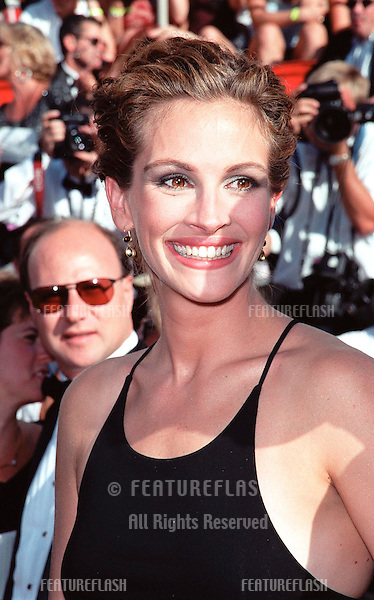 12SEP99: Actress JULIA ROBERTS at the 51st Annual Emmy Awards in Los Angeles..© Paul Smith / Featureflash