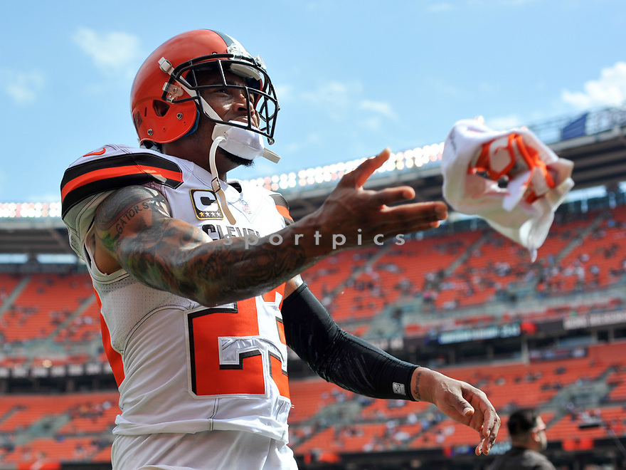 CLEVELAND, OH - JULY 18, 2016: Cornerback Joe Haden #23 of the Cleveland Browns tosses his gloves into the crowd prior to a game against the Baltimore Ravens on July 18, 2016 at FirstEnergy Stadium in Cleveland, Ohio. Baltimore won 25-20. (Photo by: 2017 Nick Cammett/Diamond Images)  *** Local Caption *** Joe Haden(SPORTPICS)