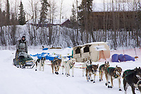 Ed Iten leaves the Galena checkpoint on Saturday afternoon during the 2008 Iditarod