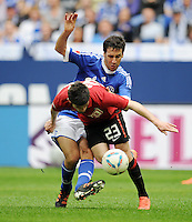 FUSSBALL   1. BUNDESLIGA   SAISON 2011/2012   33. SPIELTAG FC Schalke 04 - Hertha BSC Berlin                         28.04.2012 Raul (hinten, FC Schalke 04)  gegen Fanol Perdedaj  (vorn, Hertha BSC Berlin)