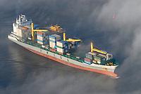 4415/Iran Ardebil: EUROPA, DEUTSCHLAND, HAMBURG 25.12.2005:Iran Ardebil  in der Elbe imHamburger Hafen  ein Schiff der Reederei IRISL ( Islamic Republic of Iran Shipping Line).Luftbild, Luftansicht