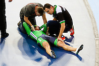 Picture by Charlie Forgham-Bailey/SWpix.com - 05/03/2016 - Cycling - 2016 UCI Track Cycling World Championships, Day 4 - Lee Valley VeloPark, London, England - Caroline Ryan of Ireland receives medical attention after a crash