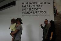 RIO DE JANEIRO, RJ 05.06.2013 - AEROPORTO/GALE&Atilde;O - Movimento de passageiros no aeroporto internacional  Gale&atilde;o (Antonio Carlos Jobim), Ilha do Governador, zona norte da cidade nesta quarta-feira, 05. <br /> Foto: Ingrid Cristina / Brazil Photo Press.