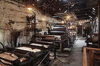 Europe/France/Aquitaine/24/Dordogne/Payzac: Papeteries de Vaux - Ecomus&eacute;e Europ&eacute;en du papier de paille -   piles hollandaises et cylindres chauffants.<br />   La production de la papeterie de Vaux consistait en la fabrication de papier de paille de seigle, principalement utilis&eacute; dans l'alimentation et l'emballage.